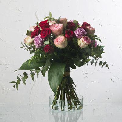 Si lo que buscas es enviar un ramo de rosas con diferentes colores, éste es tu regalo perfecto para San Valentín | Bourguignon Floristas