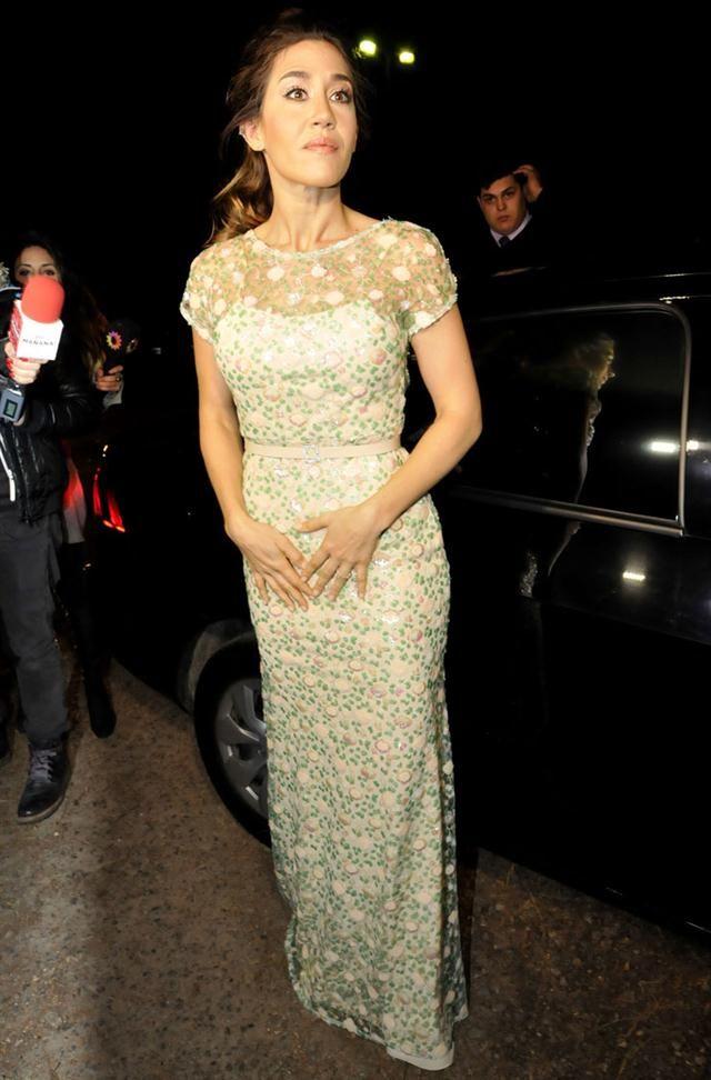 Jimena Barón, muy elegante con un vestido color verde agua con detalles de…