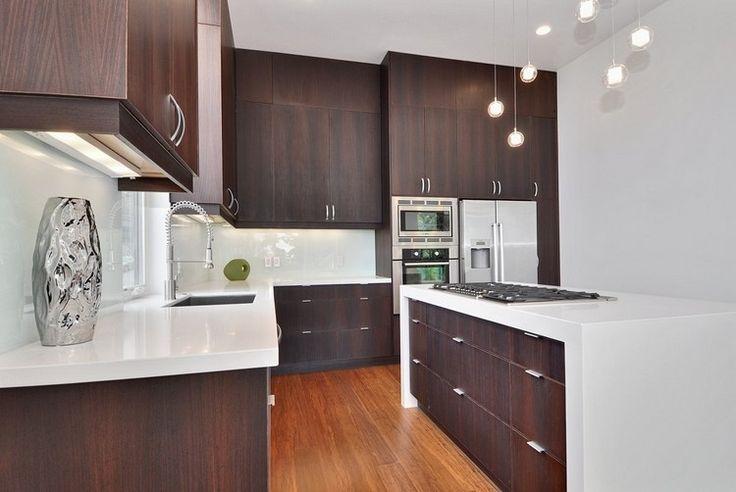 Parlak beyaz renk, mutfaktaki temiz çizgileri vurgular. Mutfakları gerçekten olduğundan daha büyük gösterecek yanılsamalar yaratır ve çağdaş bir görüntü ekler. Peki beyaz mutfak tezgah
