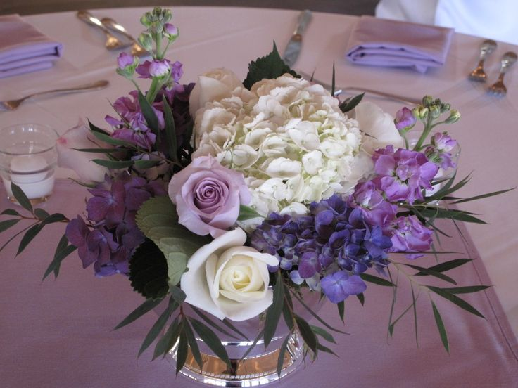 Light Purple Dining Table Cloth Including Flower Rose Silver Centerpiece And Round Clear Glass Vase