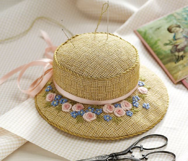 A tiny hat pincushion? It doesn't get any more adorable than this. Make your own today! #embroidery