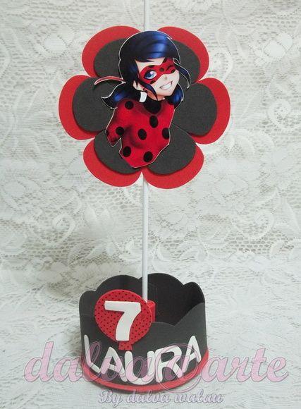 ***centro de mesa tema Miraculous ladybug***  ***Feito em papel fotográfico 230g e base em e.v.a emborrachado***  ***Acompanha a idade e a palavra aninhos,ou o a idade e o nome com no máximo 9 letras***