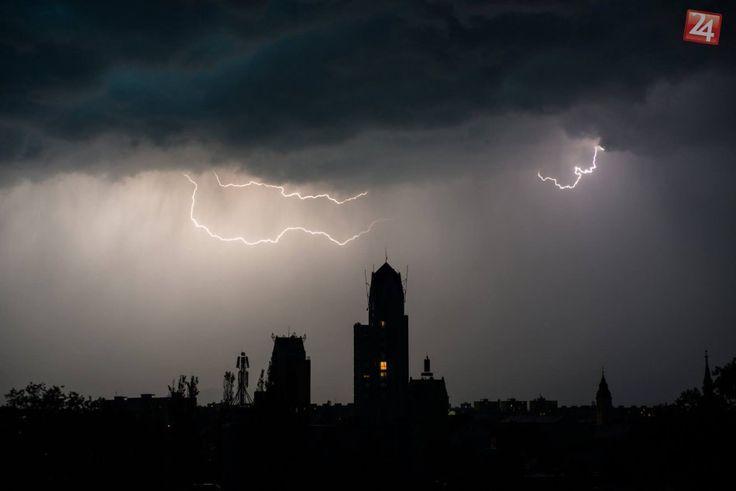 Ilustračný obrázok k článku V Lučenci pocítime horúčavy aj búrky s krúpami. Kedy platia výstrahy pre náš okres?