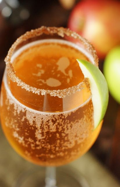 Sparkling Apple Pie Cocktail ~ perfect for Fall sipping. www.thekitchenismyplayground.com