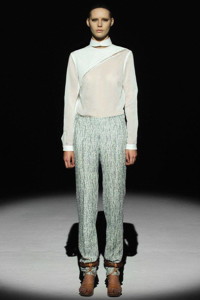 Chalayan Spring 2011 Ready-to-Wear Fashion Show - Juju Ivanyuk