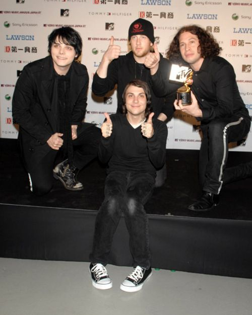No mikey but dont worry frank has awkward knees now