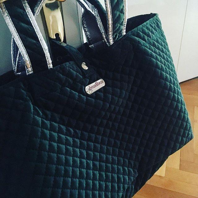 Green With Envy Neu Von Brasi Brasi Ladybutlermuc Die Half Quilted Xl Shopper In British Racing Green Mit Silbernen A Louis Vuitton Damier Louis Vuitton Bags