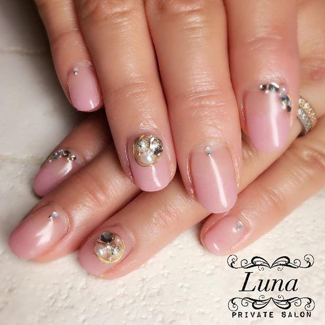 . #LunaPrivateSalon  #gradation #ワイヤーネイル #gradationnail . . #冬ネイル #winternails #nail #nails #nailart #self #nailbook  #gel #gelnail #japan #セルフネイル #ネイル #ジェル #fashion #beauty #美甲 #ネイルブック #手描き #手描きアート #フィルイン #ネイル #冬 #ネイルアート #naildesign