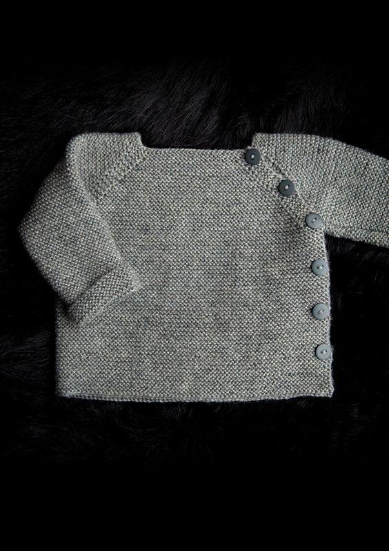 Trøje med sidelukning Newborn to 3 years. Free pattern in Danish, Norwegian and Sweedish.
