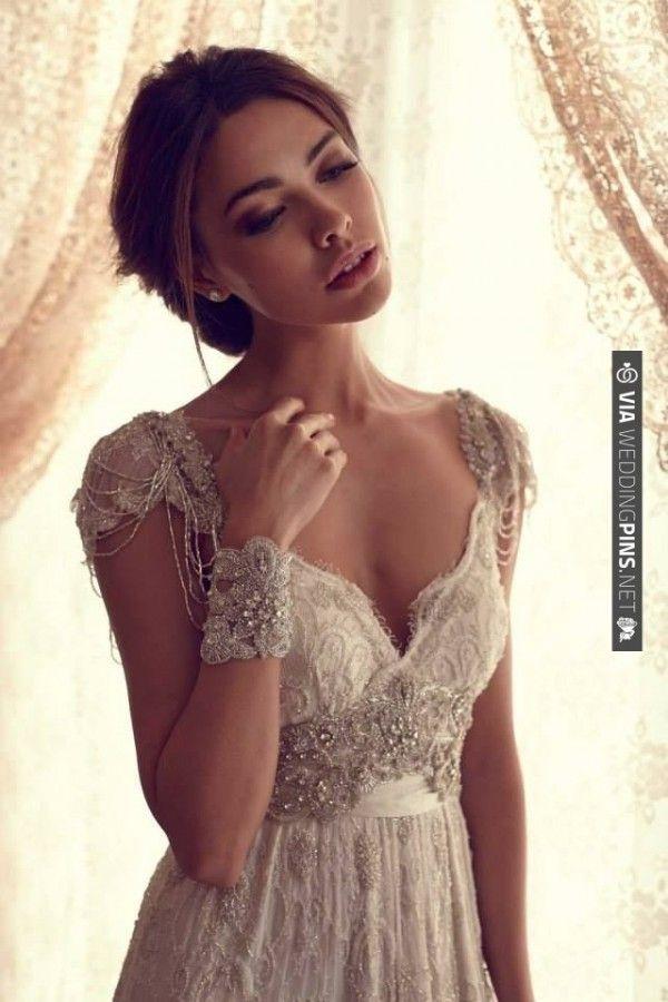 vintage Gatsby style wedding dress | VIA #WEDDINGPINS.NET