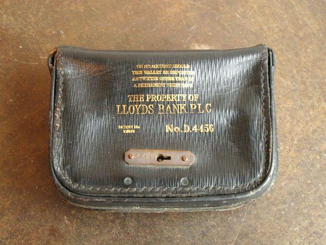1940 英国 Lloyds Bank ロイズ銀行 レザー マネー バッグ ヴィンテージ デポジットバッグ 鍵 ロック 錠前 革 鞄 古道具 夜間金庫 イギリス_画像1