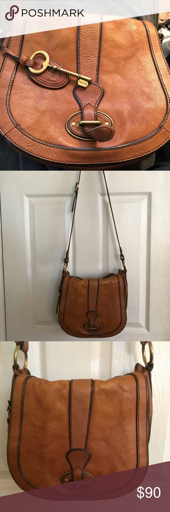 Chestnut brown Fossil shoulder bag Beautiful chestnut brown color! Used with plenty of care. Medium sized bag with a few zipper compartments inside for extra storage. Fossil Bags Shoulder Bags