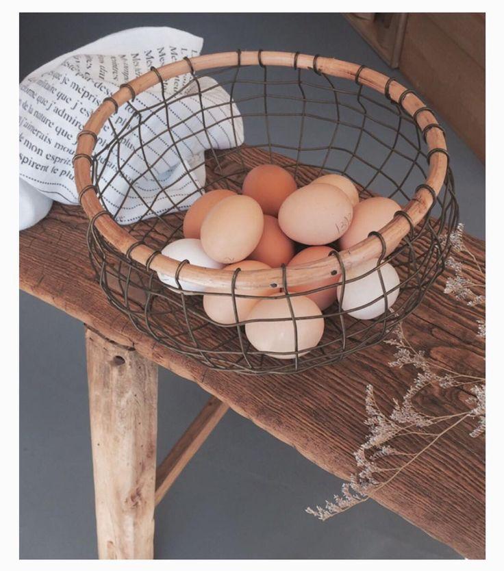 Madam Stoltz wire basket  + Serie Limitée Louise Tea towel