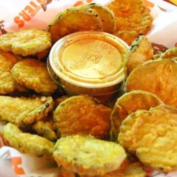 Hooters Recipes: How to Make Hooters Wings and Sauces at Home