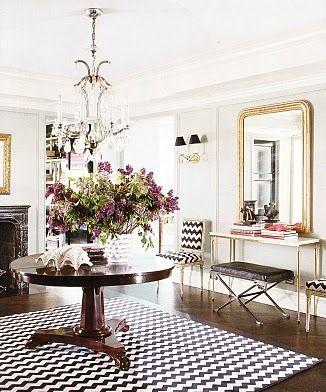 console vignette: Gold Mirror, Consoles Tables, Black And White, Interiors Design, Black White, Elle Decoration, White Gold, Round Tables, Chevron Rugs