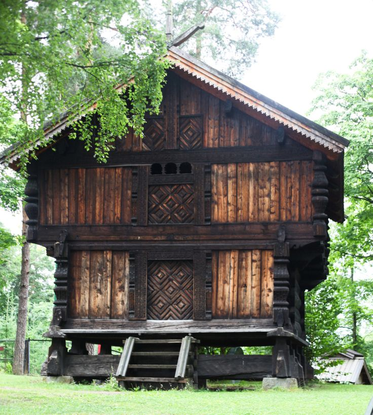 Storehouse (stabbur) with loft; Norsk Folkemuseum, Oslo.   Again another view of the house that could be an inspiration for trailer design