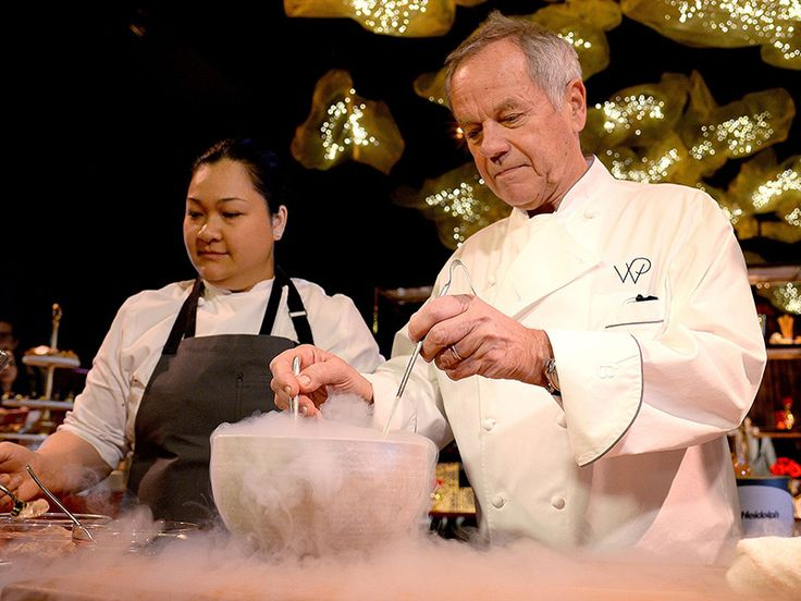 Chef Wolfgang Puck at the Oscars Governors Ball official after party -   Oscar 2017: Τι περιλαμβάνει το μενού | Table Art - Art de la Table