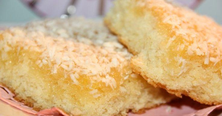 Supersmarrig, typ utav sockerkaka med kokosglasyr på!