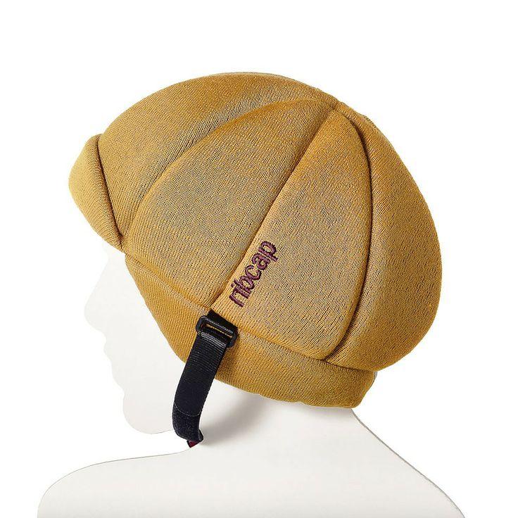 Czapka Ribcap Jackson to miękka i skuteczna ochrona główki dziecka, czapka została wyposażona we wkładkę absorbującą wstrząsy i ma zapewnić ochronę podczas uderzenia. Dodatkowo Ribcap zapewnia ochronę cieplną, jak to czapki mają w zwyczaju. Jeśli twój AktywnySmyk nie lubi nosić kasku w chłodne dni Ribcap stanowi idealne rozwiązanie na rower, hulajnogę, sanki, łyżwy czy plac zabaw... potajemnie można przemycić bezpieczeństwo ukryte w czapce :-)