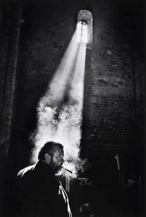 Nicolas Tikhomiroff Orson Welles while filming Chimes at Midnight. Spain (1964)