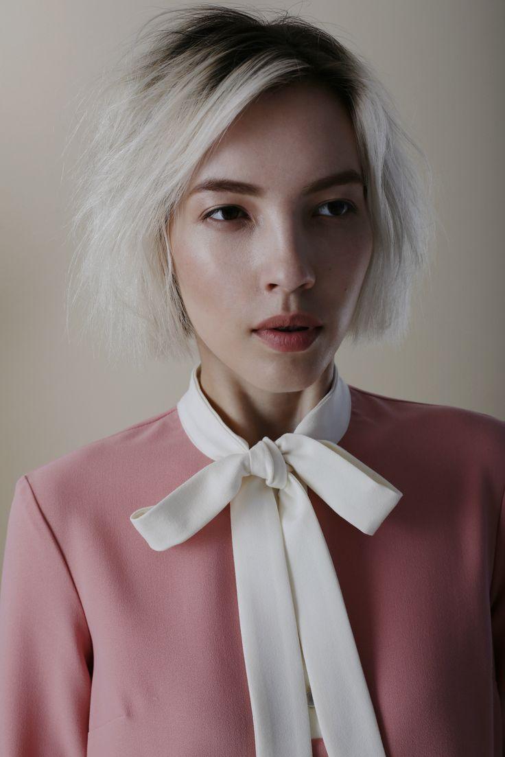 Марафон осенних премьер считается открытым! Примерьте главные тренды наступающего сезона и будущие бестселлеры одними из первых на topbrands.ru. На модели платье Y-AMELINA #yamelina #topbrands #lookbook #fashion