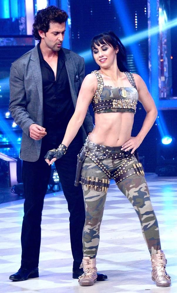 Hrithik Roshan shakes a leg with Lauren Gottlieb on the grand finale of 'Jhalak Dikhhla Jaa' #Bollywood #Fashion #Style