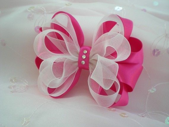 No instructions..save for the idea Pink white hair bow