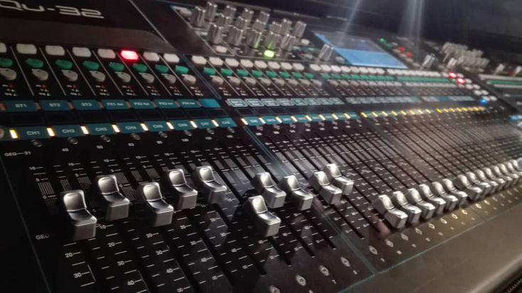 Allen & Heath Qu-32. Digital Liveconsole.  #allenheath #mixconsole #digitalmischer #livemischer #liveconsole #foh #digitalconsole #qu32 #soundengineer #mixing #livemixing #livesound #veranstaltungstechnik #justmusic #justmusicberlin #justmusichamburg #justmusicmünchen