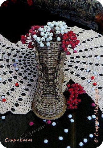 Поделка изделие Новый год Плетение Зимне-ягодное настроение Бумага газетная Бумажные полосы Бутылки стеклянные Трубочки бумажные фото 6