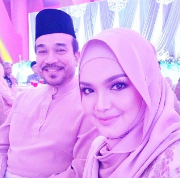 Maklumat Ujian Darah Bocor Siti Nurhaliza Kini Sedang Hamil?  Berita kehamilan Datuk Siti Nurhaliza adalah satu perkara yang ditunggu-tunggu jutaan peminat lebih-lebih lagi selepas beliau keguguran pada 2 tahun lalu. Sudah pasti ramai yang teruja dan ingin memberitahu kebenaran apabila laman sosial Siti Nurhaliza dipenuhi dengan ucapan tahniah atas kehamilan. Ini semua gara-gara terbocornya maklumat ujian darahkononnya milik individu bernama Siti Nurhaliza Tarudin.  Berdasarkan ujian makmal…