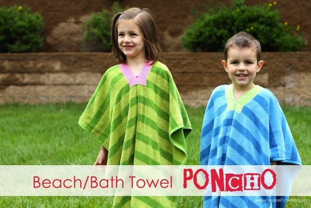 So fun for summer! Easy DIY beach towel ponchos!: At The Beaches, Beaches Bath Towels, Crafts Ideas, Diy Towels Ponchos, Ponchos Tutorials, Beach Towel, Kids Beaches Towels, Beaches Ponchos, Beachbath Towels