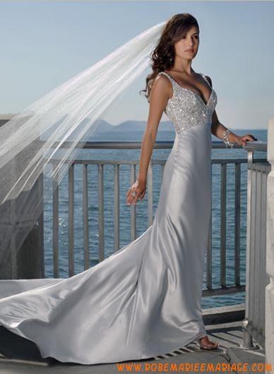 Robe sirène avec bretelles en satin ornée de broderies et de paillettes robe de mariée avec traîne
