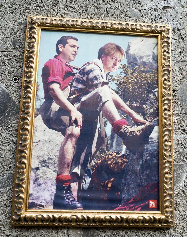 eine ganze Straße voller Bilder mit Angela in Mailand