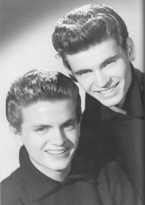 Don & Phil Everly - Don Everly, (February 1, 1937-), Phil Everly (January 19, 1939-) – Brothers and top-selling country influenced rock and roll performers. Don Everly was born in Brownie, Muhlenberg County, Kentucky. Phil was born in Chicago, Illinois.