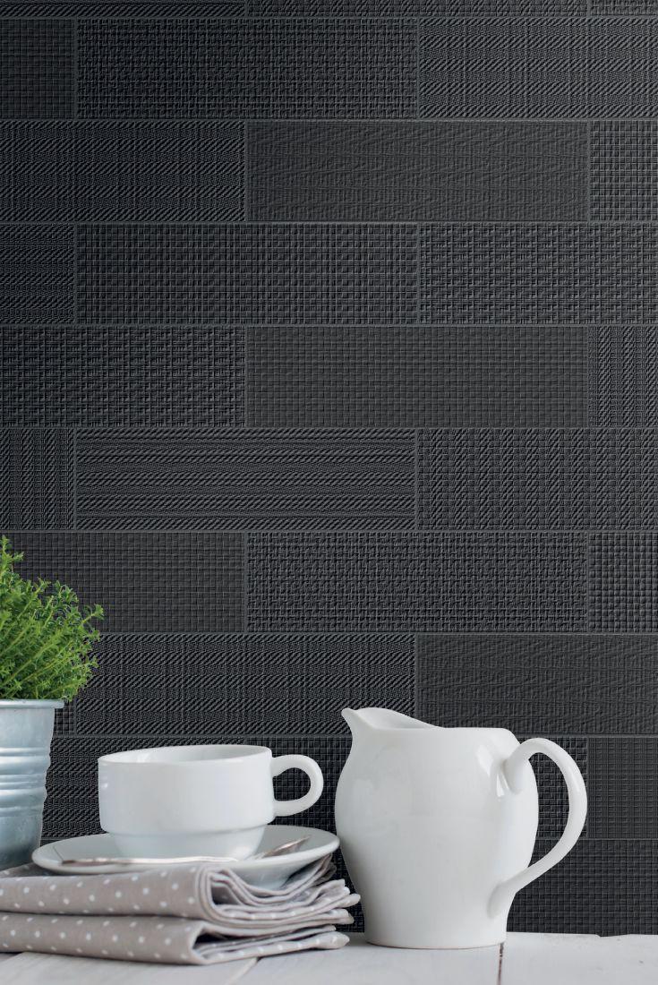 La collezione Brick Text, una linea di rivestimenti e pavimenti nel formato 9x30 cm, riproduzioni di tessuti a trame grosse e in vari colori, tutti da scoprire e vivere.