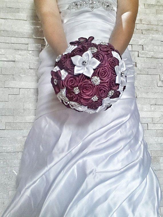 Bouquet da sposa bianco e viola.Bouquet di cristinacrystal su Etsy