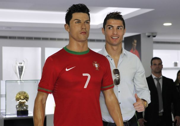Cristiano Ronaldo conquistou, esta segunda-feira em Zurique, na Suíça, a Bola de Ouro 2013, superando Frank Ribéry, do Bayern de Munique, e Lionel Messi, do Barcelona.