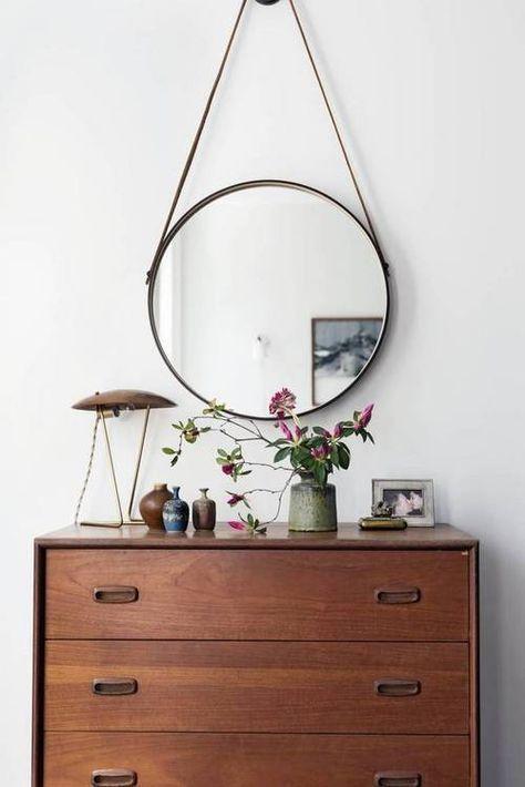 Flurdesign mit Kommode und rundem Spiegel, Retro, Flur, Zuhause, Zuhause, Einrichtung, Möbel