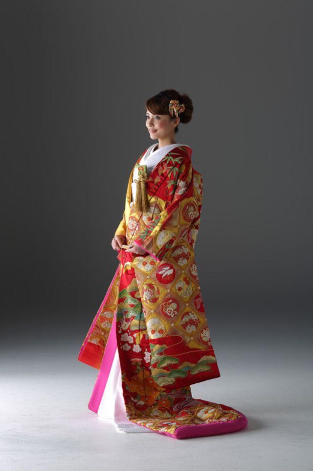 キョウカネ ウエディング ギンザ(KYOKANE WEDDING Ginza)雀相良刺繍打掛