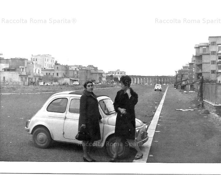 Foto storiche di Roma - Foto di famiglia. Via Palmiro Togliatti ( allora Subaugusta ), mia moglie e mia sorella Anno: 1964/66
