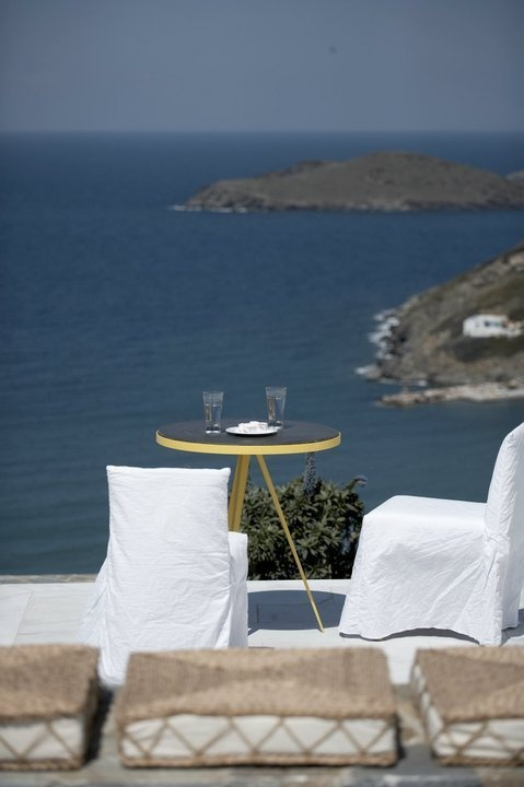 House in Syros island by Anestis Michalis, via Behance (μμμμ!)