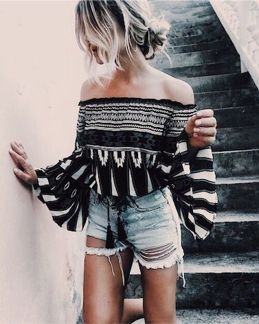 pattern off the shoulder top, ripped jean shorts, summer style, summer fashion trends, fashion blogger, insta style, insta blogger, insta fashion, outfit ideas, what to wear, style blogger, blogger outfits
