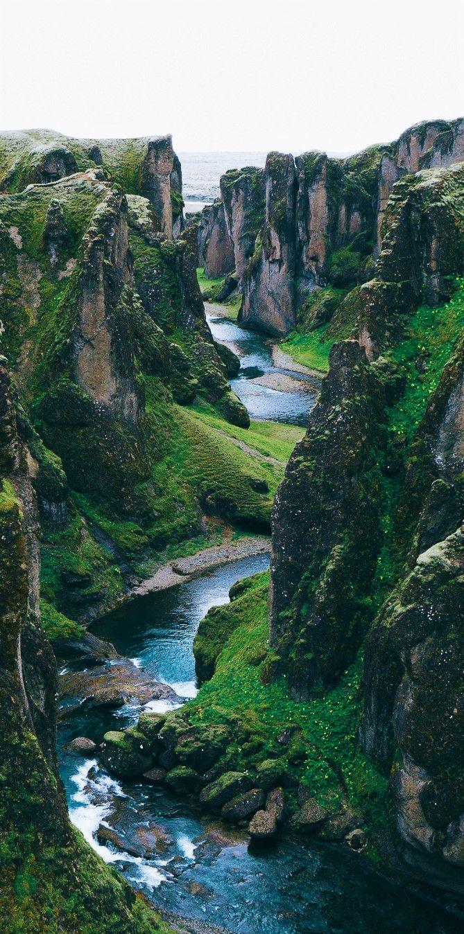 Best Photography Landscapes In Iceland – Fjaðrárgljúfur Canyon