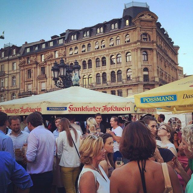 After work apple wine? Visit our #possmann stand at the #Opernplatzfest #afterwork #alteoper #fest #strassenfest #Charlot #apfelwein #wein #wine #drink #fun #friends #summer #frankfurt #glass #germany #travel #instagood #instalike #instadaily #instatravel #architecture #friends