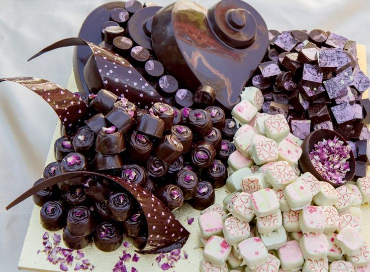 She Chocolat's chocolate and truffle wedding cakes are of fine chocolate, simplicity, sophistication and creativity, made with love and passion