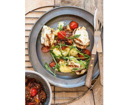 RECEPT: gegrilde zeeduivel met tomatenchutney en geplette aardappelen - HLN.be
