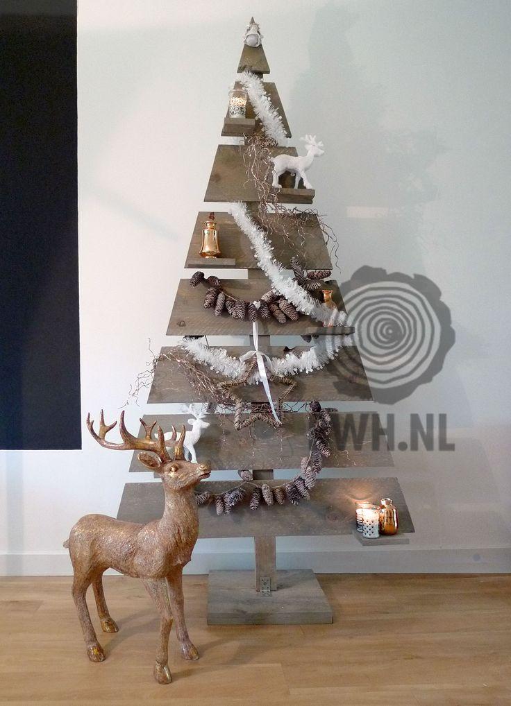 Trendy houten kerstboom 2D met aflegplankjes voor uw kerstversieringen.