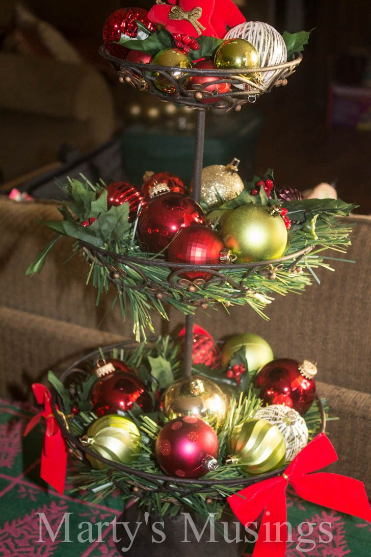 Christmas decorating ideas from Marty's Musings. I have red chargers; could use dollar tree candlesticks.
