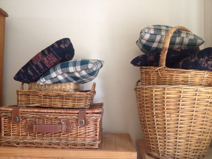 Blankets, pillows and baskets