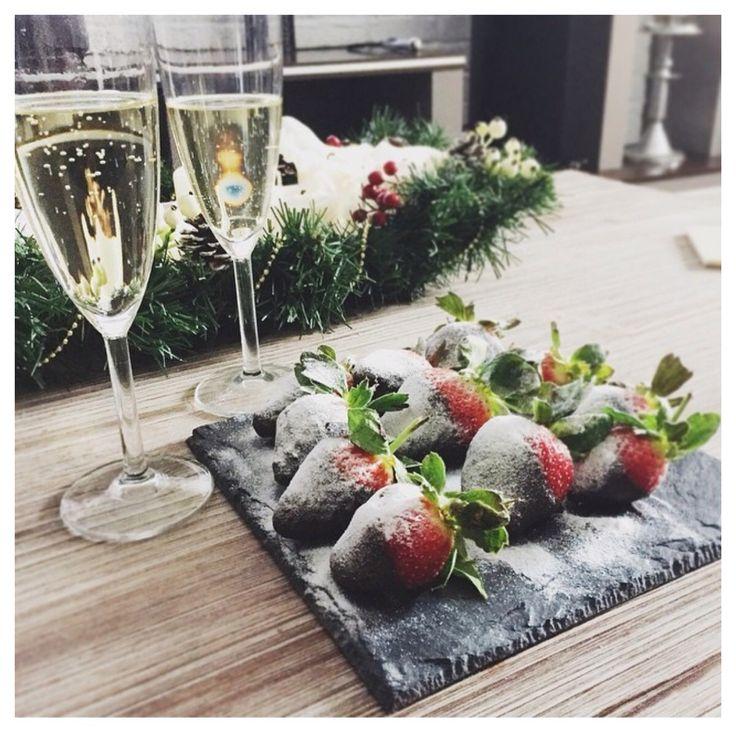 Шампанское с клубникой на новый год